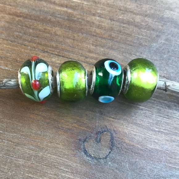 9770706642866 Green glass charm beads for bracelet Boutique